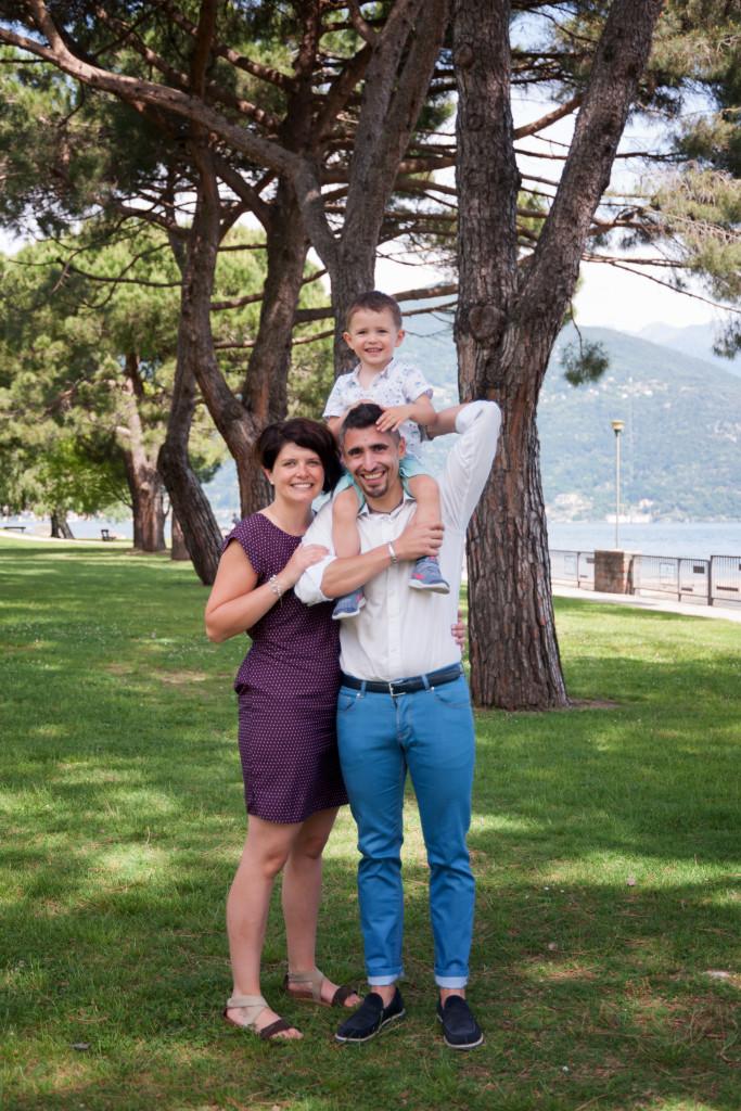 """<img src=""""(Cristian e Silvia).jpg alt=ritratto di famiglia al parco""""/>"""
